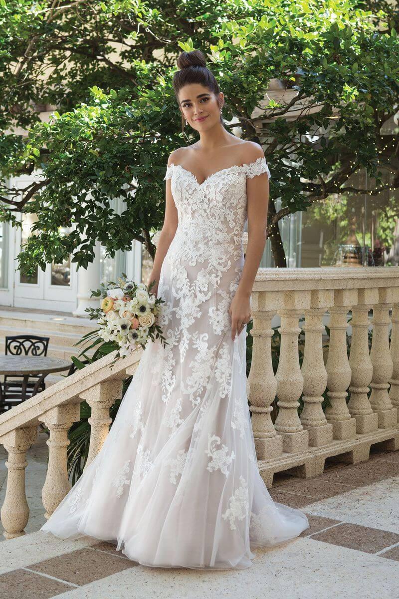 Romantisk bröllopsklänning R1902