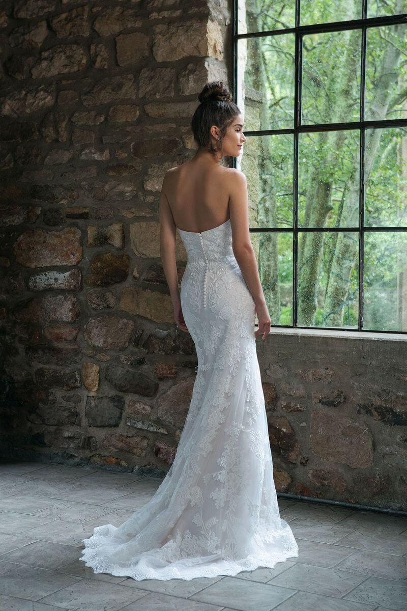 Romantisk bröllopsklänning R1904