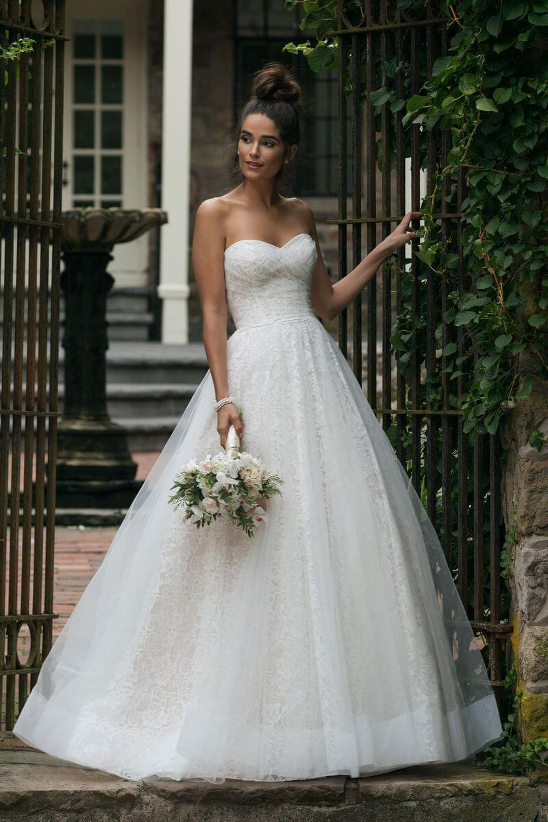 Romantisk bröllopsklänning R1906