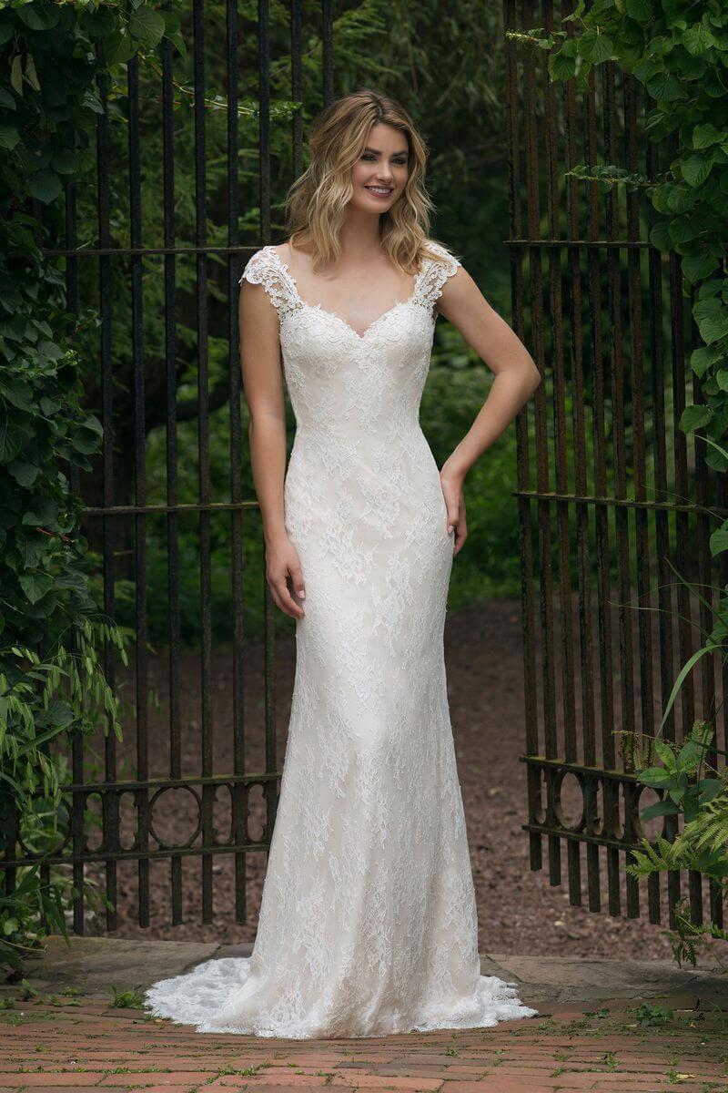 Romantisk bröllopsklänning R1911