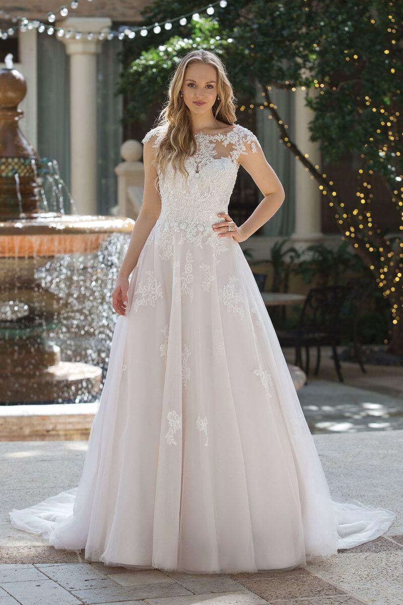 Romantisk bröllopsklänning R1912