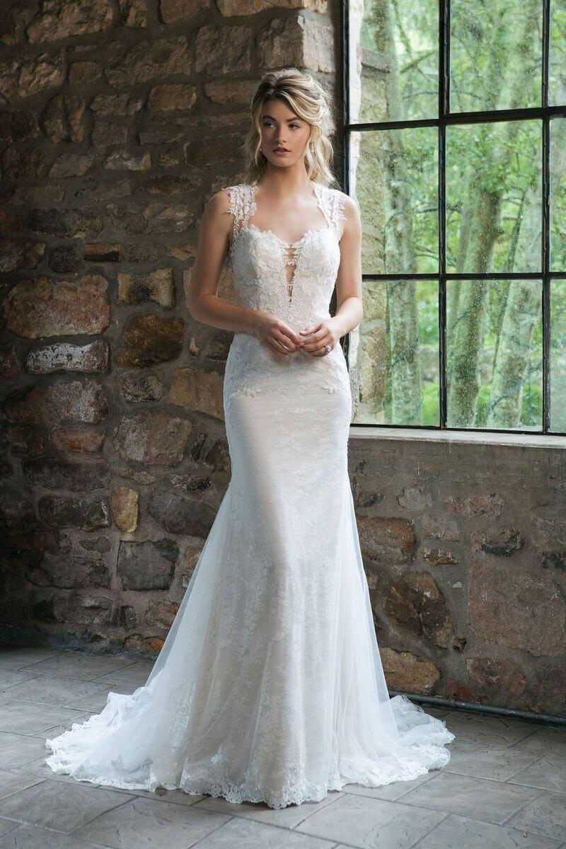 Romantisk bröllopsklänning R1913