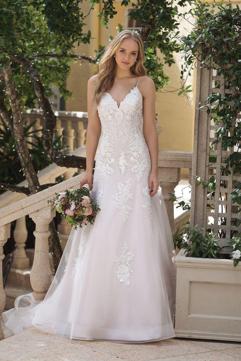 Romantisk bröllopsklänning R1921