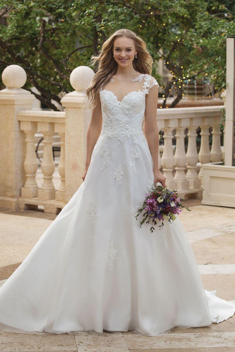 Romantisk bröllopsklänning R1922