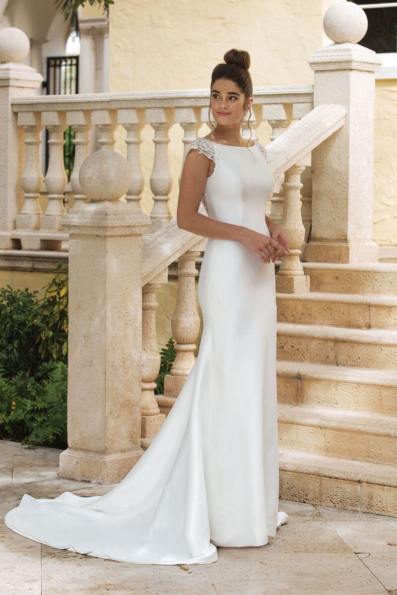 Romantisk bröllopsklänning R1923
