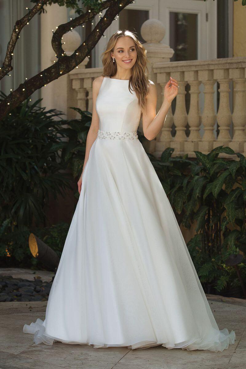 Romantisk bröllopsklänning R1926